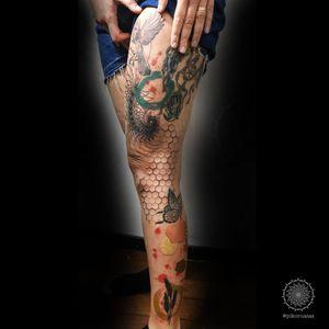a leg sleeve with spiral hexagon color splash