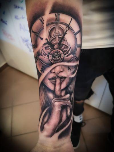 His First 💪 #tattoo #tattoolife #tattoostyle #graywash #clock #shhh #quiet #firsttattoo #armtattoo #tattooart #tattooartist #tattoolove #tattooed #tattoos #tattoosofinstagram #instatattoo #tattooing #pineapple #pineappleartandtattoo #maribor #tattooedBoys #inked #panteratattoo #panteraink #ink #realism #realistic #finger