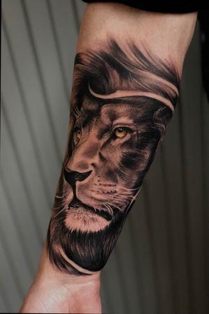 🦁Lion King🌞 #slar #ink #Tattoo #chicano #inkmag #inkart #lion #liontattoo #milan #como #varese #tatuatoritaliani