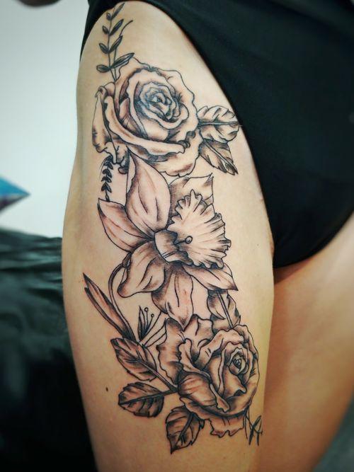 #flowers #fleurs #flower #blackandgrey #daffodil #roses