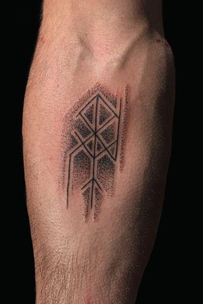 Personal bind rune . . . . #handpoke #handpoketattoo #hand #dotwork #dotworktattoo #magic #bindrune #bindrunes #runes #reykjavik #icelandic #iceland #spirit #runemagic #tyr #norse #norsegoods #stickandpoke #sticknpoke #viking #vikings #vikingtattoo #vikingtattoos