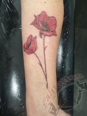 #coquelicot #flowertattoo #fleur #inkedgirl #redflower #smalltattoo