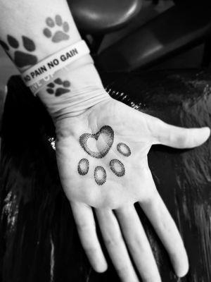 Tattoo#pawprint #dogtattoos #handtattoo #blackandgreytattoo #dotshading #inkedmag #tattooartist #Nenad