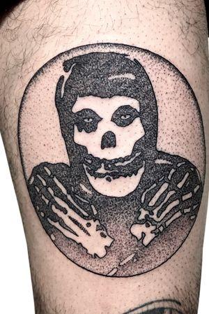 Misfits para @vladimirrioss ....!!! die die my darling ! #misfitstattoo #pointillismtattoo #dotworktattoos #dotworknow #dotworkers #oportotattoo #tattooinkportugal #tattooartpty #venezuelatattoo #panamatattoo #tattsmode #misfits #portugaltattoo