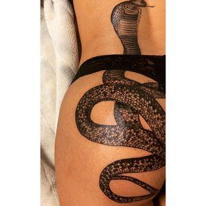Snake #salontatuaje #OldInkTattoo #tattooart #snake #tattoo #tatuaje #bucuresti #sector1