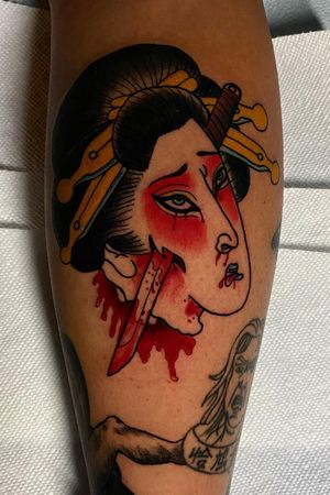 ⚡️ Swipe for video ⚡️ Today got to tattoo a original #Geisha performing #seppuku for @misanthropisso Thank you so much for getting this piece done ! Let's do more japanese tattoos people 🤘🏻 Done at @crackerjacktattoos #TattzByAG #Ink #Tattoo #Tatuaje #BodyArt #ArteCorporal #Japanese #JapaneseTattoo #Irezumi #GeishaTattoo #Traditional #TraditionalTattoo #JapaneseTraditional #TraditionalJapanese #DFW #DFWtattoos #fortworth #fortworthtattoos