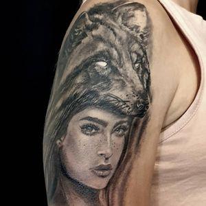 Retrato y lobo realista dark diseño propio. Curado. Foto sin filtros