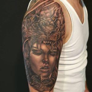 Retrato con cabeza de León. Diseño propio, curado. Foto sin filtros