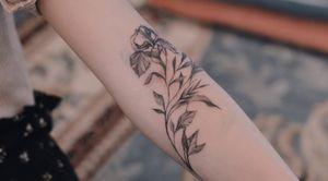 Botanical tattoo - fineline - iris flower - wrapping arm