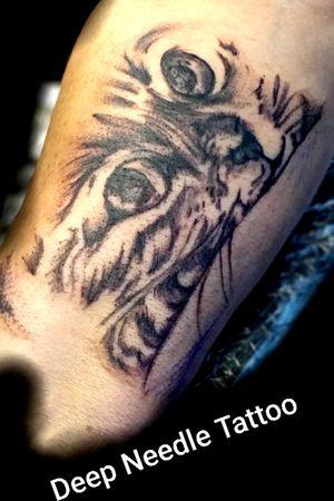 #katze #katzenkopf #arm #frau #tattoo #lines #fineline #germantattooer# #tattoodo #tattoodoambassasor #artist #inkedwoman#inkspector #follow #followforfollower #blackandgrey #instatattoo #shadow