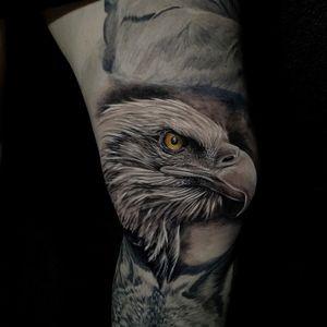 #eagle #eagletattoo #kneetattoo #animaltattoo #blackandgrey