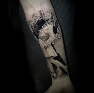 Black and gray  #sleeve #forearmtattoo #v-day #thekiss #v-daytattoo #thekisstattoo #blackandgrey #blackandgreytattoo