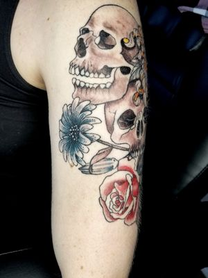 #skullsandroses #skulls #flowerstattoo #halfsleeve #rosetattoo #crysanthemun #skulltattoo