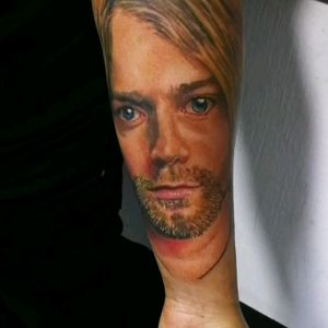Kurt Cobain Disponible en Guatemala. Enero y febrero 2020 en Costa Rica.