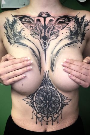 After such a long time, we finally finished this front peace. Thank you @annie_kay07 for trusting me, again, again , and again, and for being so tough! You rock! . . . . . . #mandalatattoos #mandala #underboobstattoo #blackwork #underboob  #tattooworkers #tattooartistmagazine #eternalink #sullen #skinartmag #tattoooftheday #inkedmagazine #berlin #stingraytattoo #stingray #mantaray #pelagicmantaray #tattoos #berlintattooartists #carpe #tattoo #tatts #guiartwork #art #tattoosofinstagram #instatattoo #inkjectanano #inkedmag #ink #scarcoveruptattoo