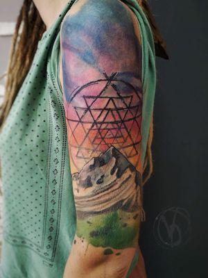 #tattoo #tattooed #tatt #tattoodo #tattooart #tattooedgirls #inkedgirls #victoriadenske #kyivtattoo #kievtattoo #tattooedukraine #ink #inked #matterhorn #coverup #sleevetattoo #watercolortattoo #colortattoo #sriyantratattoo #inkstinktsubmission #bodyart #tattoosketch #linework #sky