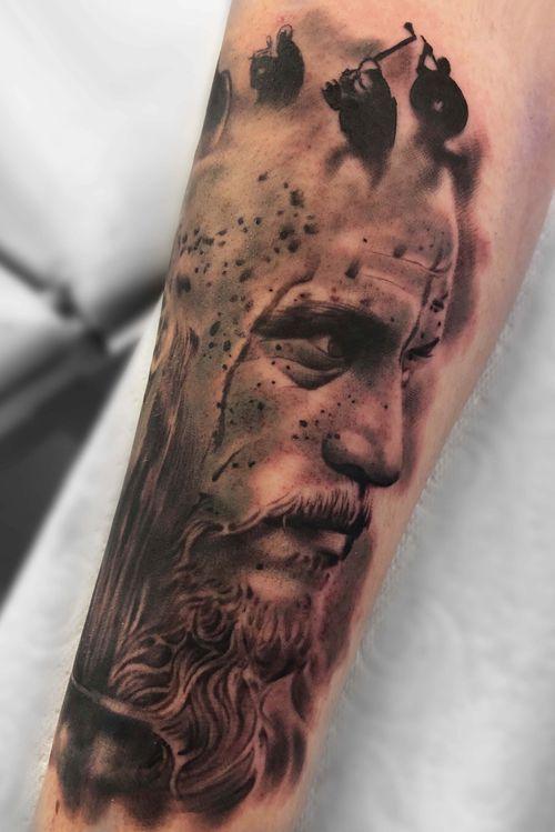 Ragnar Lothbrok from Vikings.  #vikings #portrait #blackandgrey