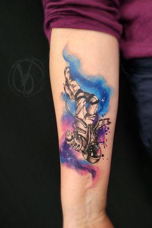 #tattoo #tattooed #polandtattoos #tattooedukraine #victoriadenske #wroclawtattoo #tatt #tattooart #tattoodo #instatattoo #instaart #ink #inked #amazingink #spacetattoo #astronaut #wctattoos #inkstinktsubmission #watercolortattoo #colortattoo #graphictattoo #lineweork #sleevetattoo #blackink