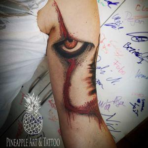 Healed 🎈 #pennywise #itclown #ittattoo #georgie #pennywisetattoo #tattoo #tattooed #inkedgirls #inkedmag #cheyenne #tattoolove #tattoodesign #tattooing #tattoosofinstagram #tattooideas #inked #tatts #tattoostyle #tattooart #tattooartist #tattoostudio #pineappleartandtattoo #panteraink #youllfloattoo #healed #healedtattoo #intenzepride