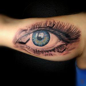 Eye with geometric shapes