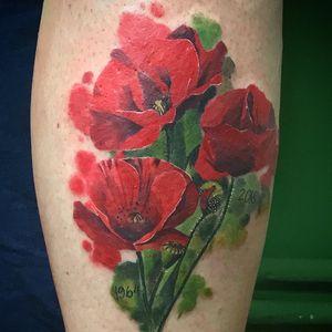 A touch of romantism for the last tattoo of the year 🌹  Thank you Bea for trusting me! It was a pleasure 🙂 . . . . . . . . #poppyflowertattoo #snaketattoo #poppyflowers #flowertattoo #flowers #flowertattoo #legtattoo #watercolortattoos #watercolor #red #colortattoos #kwadron #inkjectanano #intenzetattooink #hustlerbutterdeluxe #tätowierung #berlintattooartist #inked #tatts #tattoo #instatattoo #inkstagram #tattooart #darkartist #colorwork #tattoolife #tattooed #inkfreakz #artwork #guiartwork