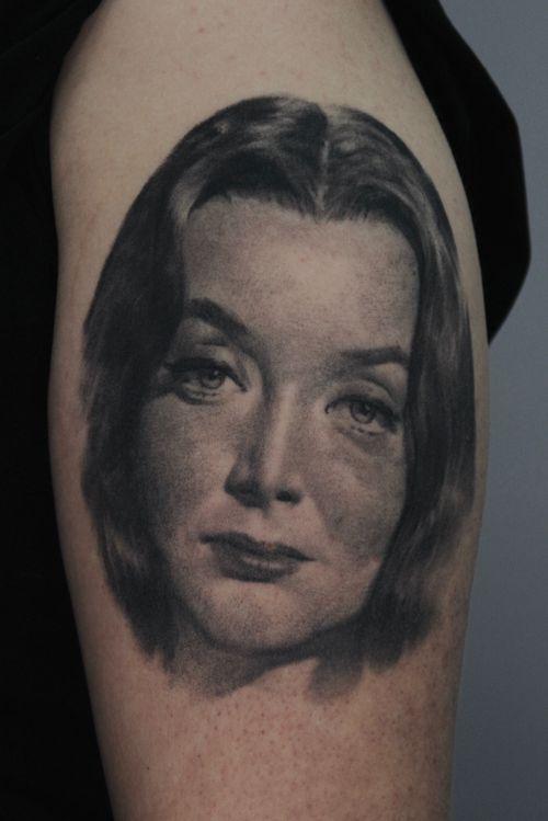 Carolyn Jones as Morticia Addams #addamsfamily#morticia#portrait#blackandgrey