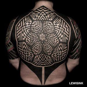 Blackwork geometric tattoo by Lewisink aka blacksymmetry #lewisink #blacksymmetry #paris #paristattooartist #blackwork #geometric #dotwork #kinetic #opticalillusion #opart