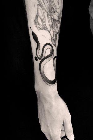 #tattoodesign #tattooflash #tattoodo #tattoos #blackwork #tattooidea #detailed #detail #singleneedle #snake #sculpture #contemporary #portrait #blackansgrey #blackwork #dotwork