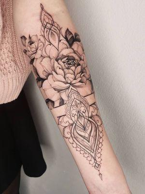 Part of sleev, still one session to go ? zapisy/booking kontakt@xystudio.eu done with @bishoprotary #tattoo #tattoos #ink#inked #tattooinstagram #rosetattoo #girl #girlytattoo #blackwork #tattoos #fineline #finelinetattoo #blackworkerssubmission #blacktat