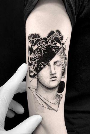 #tattoodesign #tattooflash #tattoodo #tattoos #blackwork #tattooidea #detailed #detail #singleneedle #venera #sculpture #contemporary #portrait #blackansgrey #blackwork #dotwork #greek
