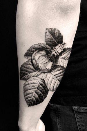 #tattoodesign #tattooflash #tattoodo #tattoos #blackwork #tattooidea #detailed #detail #singleneedle #floral #sculpture #contemporary #portrait #blackansgrey #blackwork #dotwork #leafs #leaf
