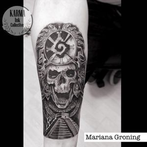 Tatuaje de cráneo con penacho. Tatuaje de pirámide. Tatuaje mexicano. Mexican tattoo. Skull tattoo. Tatuaje en negro. Pyramid tattoo. #blackandgreytattoo #skulltattoo #craneotattoo #tatuajecraneo #tatuajemexicano #mexicantattoo