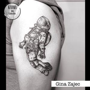 Tatuaje de astronauta en negro. Spaceman black tattoo. Tatuaje de astronauta en brazo. Tatuajes en negro. Tatuaje en hombro #blackworktattoo #spacemantattoo #tatuajeastronauta #astronautatattoo #blackworkastist #tatuadora #tatuajesennegro