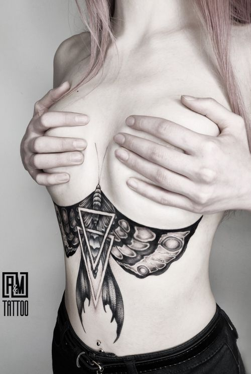 #geometry #dotwork #moth #blackwork #radtatoos #blackworkersubmission #tttism #tattooersubmission #btattooing #skinartmag #inkedmag #theartoftattoo #igtattoogirls #tattooistartmag #inspirationstattoo #instainspiredtattoos