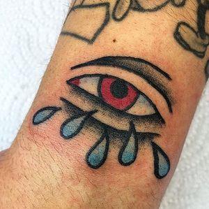 O Bruno deixou me tatuar este olho de crybaby no pulso dele à uns meses. Obrigado pela oportunidade 🤘🏻🤘🏻 instagram: @mendestaa