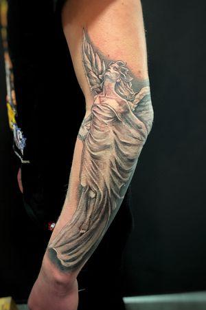 Some hours on Youri's arm again. #wallsandskin #blackandgrey #realistic