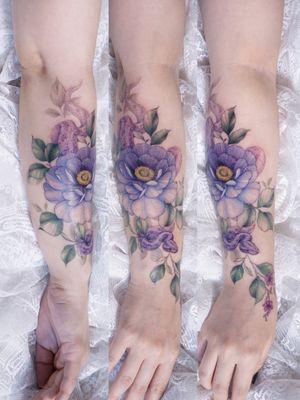 #flower #flowertattoo #floraltattoo #halfsleeve #sleevetattoo #snaketattoo #seoultattoo #koreatattoo #koreanartist #colortattoo