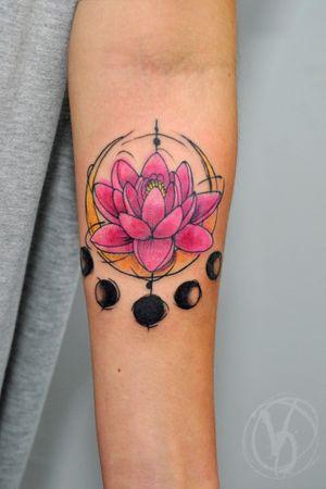 #tattoo #tatt #tattooed #victoriadenske #tattooart #tattooedukraine #kievtattoo #kyivtattoo #ink #inked #tattoodo #wctattoos #bodyart #watercolortattoo #colortattoo #tattoodo #beautiful #instatattoo #linework #inkedup #tattooartist #blacktattoo #sketchtattoo #lotus #moon #lotustattoo