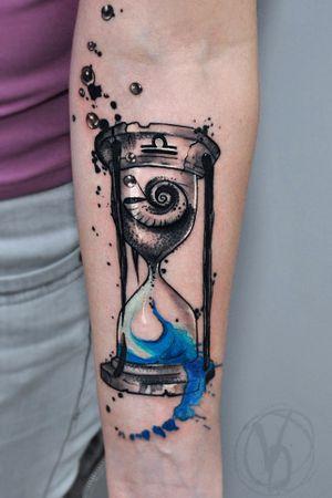#tattoo #tatt #tattooed #victoriadenske #tattooart #tattooedukraine #kievtattoo #kyivtattoo #ink #inked #tattoodo #wctattoos #bodyart #watercolortattoo #colortattoo #tattoodo #beautiful #instatattoo #linework #inkedup #tattooartist #blacktattoo #sketchtattoo #graphictattoo #watercolortattoo #hourglass #splashes #splatter #shell #sea #sand #bubbles