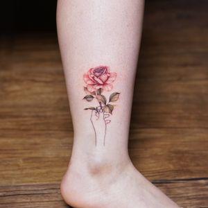 #rose #flower #flowertattoo #floraltattoo #linework #lineworktattoo #tattoo #colortattoo #watercolortattoo #smalltattoo #minitattoo #Koreatattoo #tattooistsilo #seoultattoo