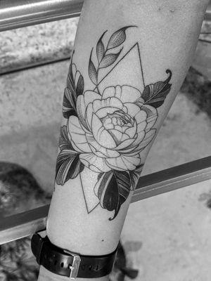 Flores e geometrico com rastelado, 1° tattoo