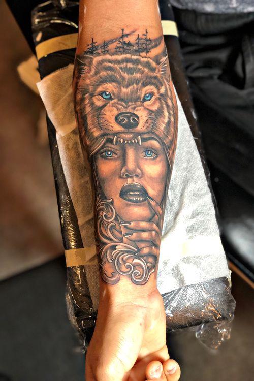 Lobo y mujer tattoo