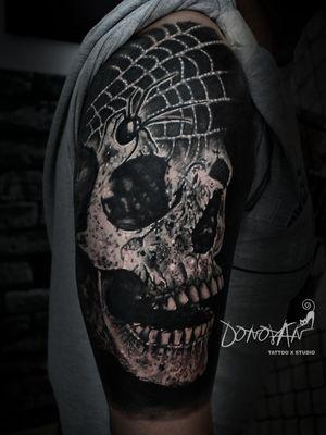 Resultado del cubrimiento con este gran cráneo 🔥 #DonovanTattoos #tatuajestunja #tunjatattoo #sombrastattoo #realismosombrastattoo #craneotattoo #realistictattoo