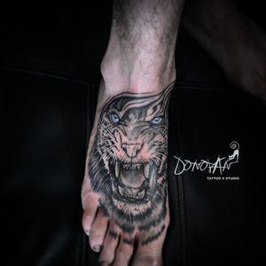 Zona dolorosa y difícil de tatuar 💪🏻🚫💉 #tigertattoo #sombrastattoo #DonovanTattoos #tatuajestunja #tattoolife