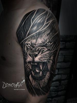 Después de más de 6 horas se obtiene este gran resultado de un León súper grande e imponente 🔥💪🏻🙏🏻 #leontattoo #sombrastattoo #realismosombrastattoo #DonovanTattoos #tatuajestunja #tunjatattoo