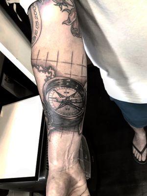 A very cool #nautical compass that @garethdoyetattoos did🖤 • • • @flashheal @killerinktattoo @wjxcartridges @electrumstencilproducts • • • #tattooart #tattooist #boldwillhold #tattoodo #tattoos #tattoo #tattooinsta #denmark #copenhagen #copenhagentattoo #luckyironstattoo #artoftheday #københavn #visualart #artistofinstagram #instart #walkins #tattookøbenhavn #art #skinartmag