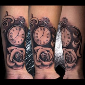 Clock/Rose Black-N-Grey piece