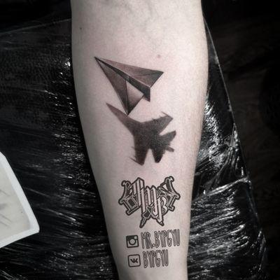 #tattoo #tattooer #tattooartist #tattoosalon #tattoostudio #tattooist #blackandgreytattoo #blackandgrey #tattooairplane #airplane #тату #татусалонвмоскве #татуировка #татусалон #татустудия #татувмоскве #москва #самолёт #татусамолет #origami #origamitattoo