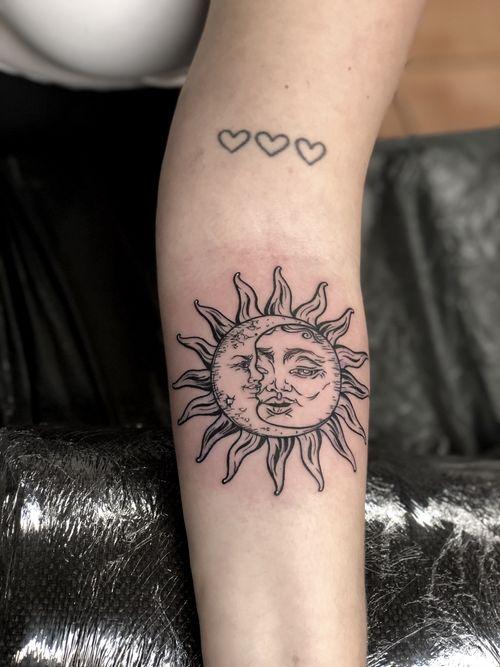 Night and Day • • • Awesome #forearm motif by @garethdoyetattoos on @_heyitsjoe 🙏🏼 Tusind Tak • • • @flashheal  @electrumstencilproducts • • • #tattooart  #tattooist  #boldwillhold  #tattoodo  #tattoos #tattoo #tattooinsta #denmark  #copenhagen  #copenhagentattoo #luckyironstattoo #artoftheday  #københavn  #visualart  #artistofinstagram  #instart #walkins #tattookøbenhavn #art #skinartmag
