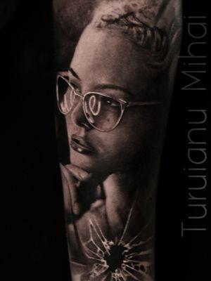 Done in gwest spot  #danmark Turuianu Mihai Tattoo Artist #greywashtattoo #realistictattoo #tat #danmarktattoo #cheyennecraft #fkironxion #ceiricalsuply #dinamycink #legendaryink #turuianumihai #portrettattoo #glasstattoo